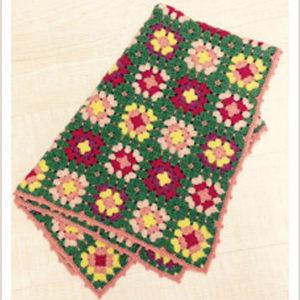 かぎ針編みの多色使いのモチーフブランケット