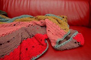 そんな大量の毛糸を消費できる救世主がブランケット