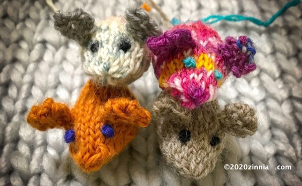 愛猫のおもちゃにも!棒針で編む小さいネズミのあみぐるみ「Baby Mice」を編んでみた。